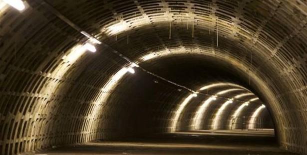 Un abri anti-bombes transformé en vaste espace de culture en hydroponie !