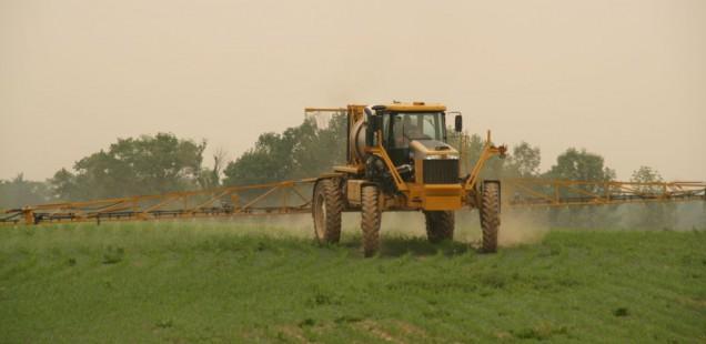 Risque de dérive : Le gouvernement impose des distances minimales et annonce une aide pour les agriculteurs